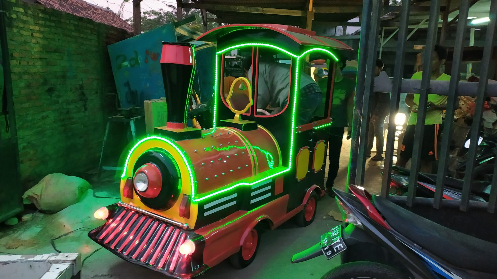 trackless train di Indonesia
